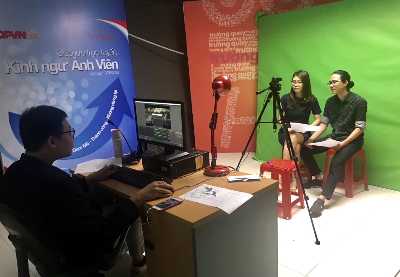 1.livestream in studio